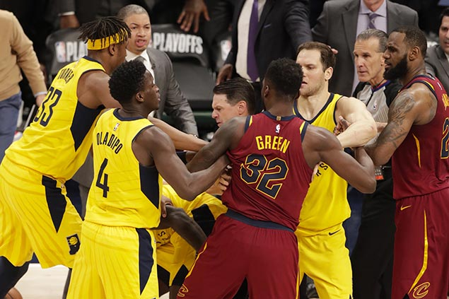 LeBron gets help from Korver, Cavs bench to beat Pacers in Game 4 slugfest