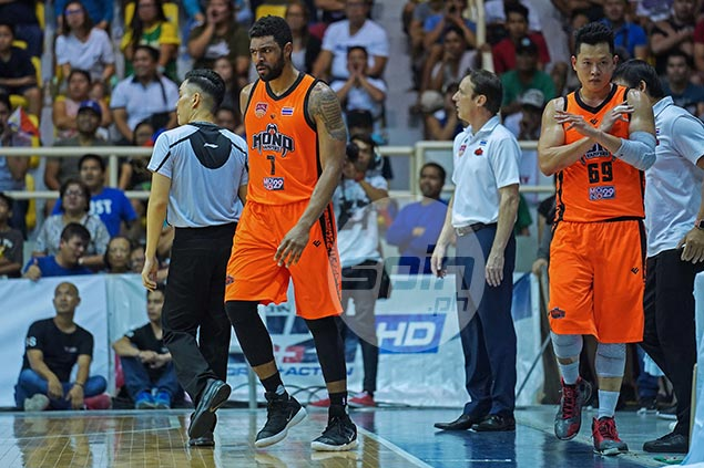 Mono import Mike Singletary fired up by Pinoy fans' jeers: 'I love playing here'