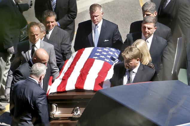 Family, friends, fans pay last respect to pro wrestling Hall of Famer Bruno Sammartino