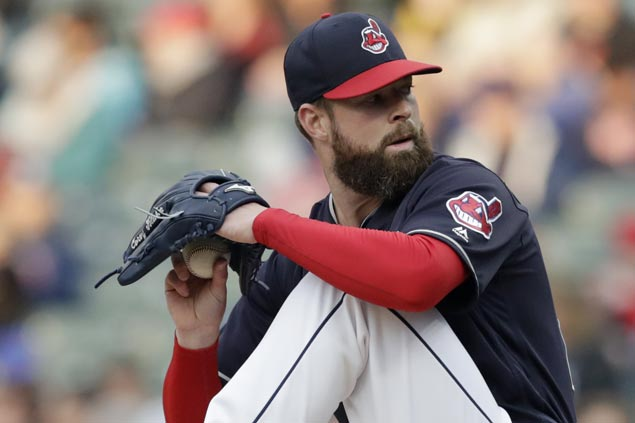 Corey Kluber strikes out 10, Indians hit five homers in rout of Mariners