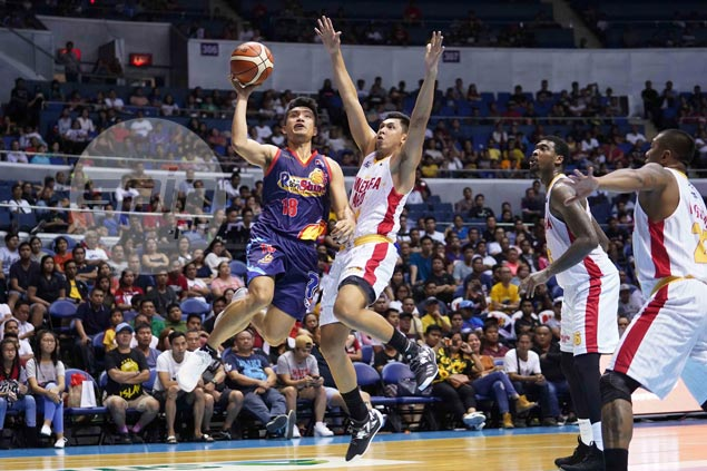 Rain or Shine stays unbeaten, spoils conference debut of shorthanded Ginebra