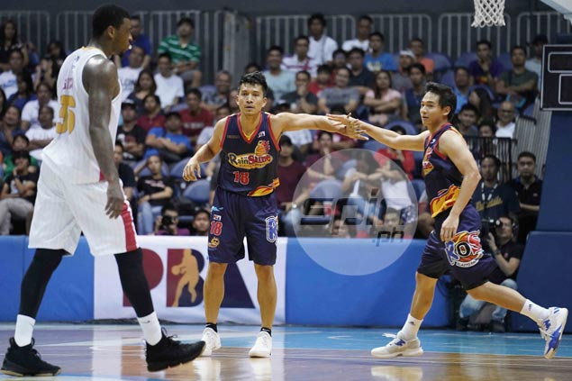 Tim Cone's worst fear comes trueas his former player James Yap finds range