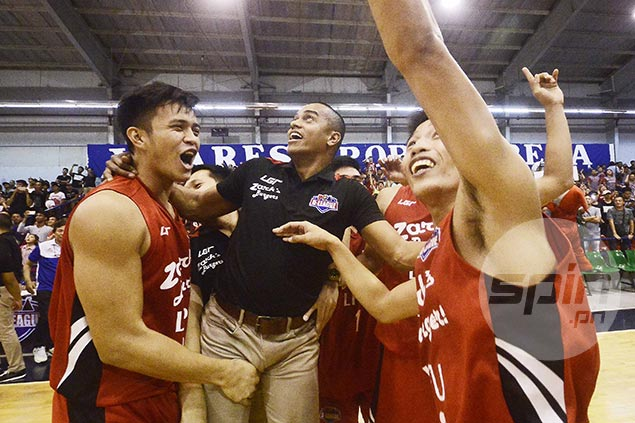 Topex Robinson plays down role as unique coaching style leads to another title for Lyceum