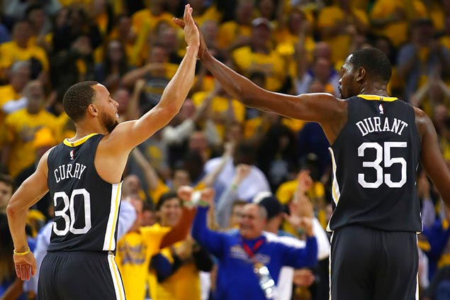 All's right with the Warriors again as Steph Curry makes a triumphant return