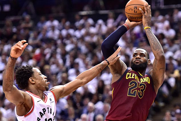 LeBronto: Raptors left searching for answers by 43-point, 14-assist game from James