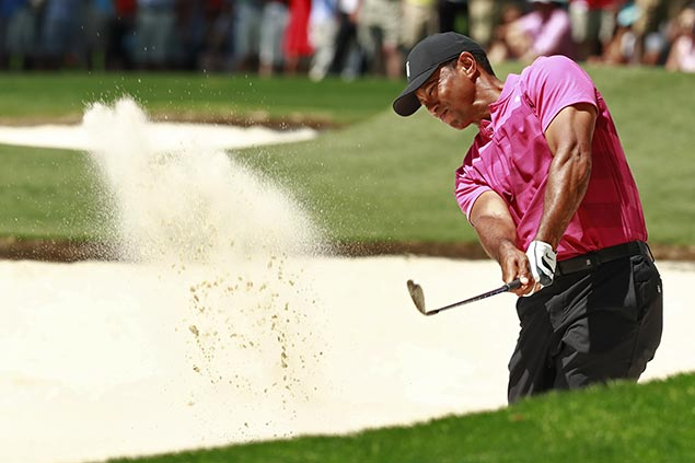 Tiger Woods struggles with putting to fallsix shots behind lead at Quail Hollow