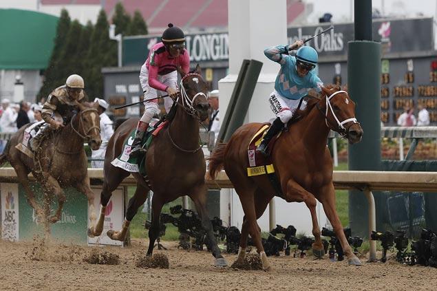 Monomoy Girl outduels Wonder Gadot down the stretch to top Kentucky Oaks