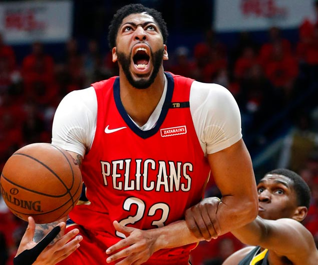 AD assures Pelicans in a timeout, 'We're not losing this game' then backs up his words