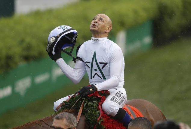 Hall of Fame jockey Mike Smith makes it look almost easy racing in pelting rain and muddy crowded track