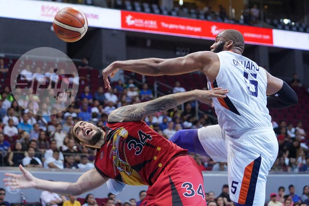 Meralco spoils much-awaited Standhardinger debut with smashing win over San Miguel
