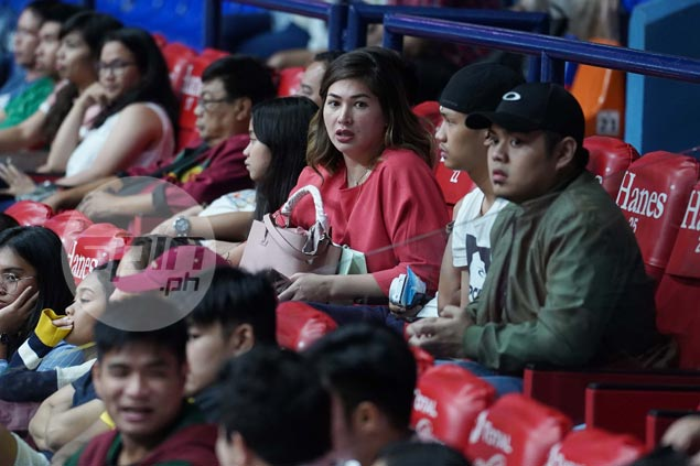 Kobe Paras honors mom Jackie Forster after every made shot during Gilas game