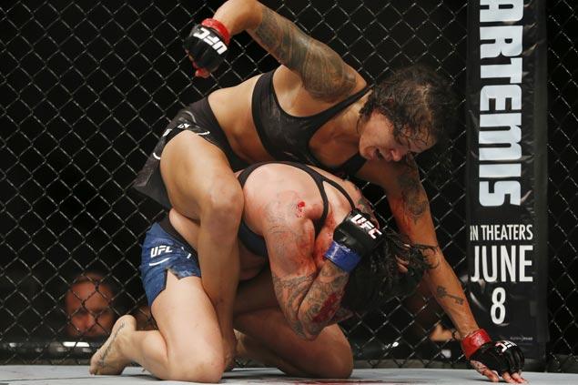 Amanda Nunes TKOs Raquel Pennington to retain UFC women's bantamweight title