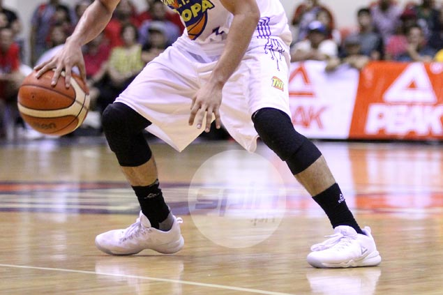 Terrence Romeo ditches taped-up Kyries, switches back to his signature Peak shoes