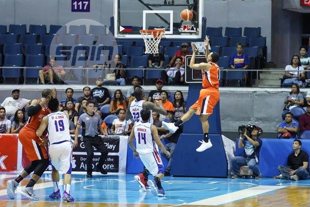 Chris Newsome refuses to dwell on costly miss off last-gasp Meralco alley-oop play