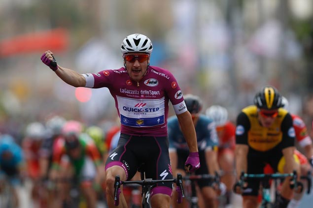 Elia Viviani takes third stage win as Simon Yates keeps overall Giro lead