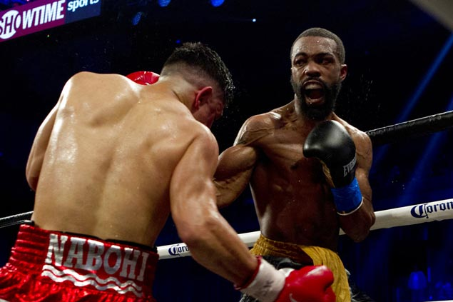 Gary Russell outpoints Joseph Diaz to retain WBC featherweight title