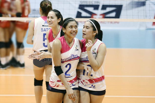 Creamline downs defending champ Pocari-Air Force to grab share of PVL lead