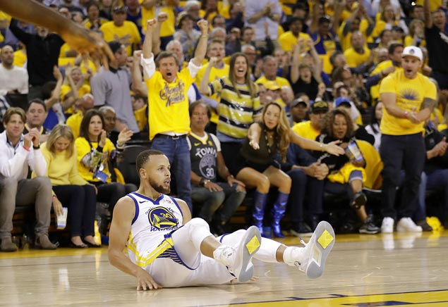 Steph Curry perfect in third as Warriors regain lead over Rockets in West finals
