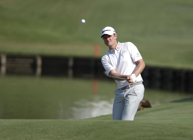 Justin Rose overcomes 'scrappy' run on closing holes to take second-round lead at Colonial