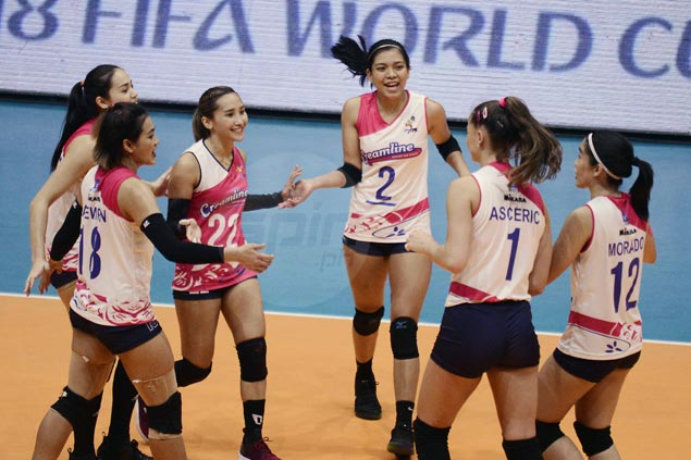 Creamline moves to top spot in PVL with straight-sets win over Tacloban