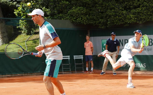 Without his twin, Mike Bryan makes early exit from French Open doubles