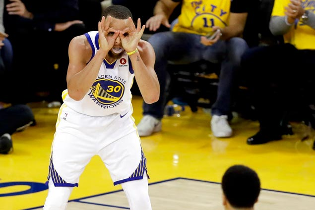 Warriors get every break against Cavs on a weird night at Oracle Arena