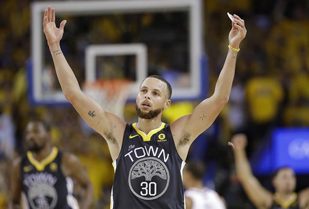 Steph Curry hits NBA Finals record nine triples as Warriors take 2-0 lead over Cavs
