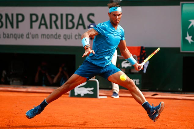 Rafael Nadal drops French Open set for first time since 2015, but rain suspsends quarterfinals