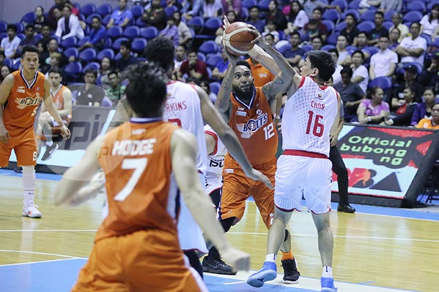 KG Canaleta gets a good-natured ribbing from import for 'Jordanesque' 28 field-goal attempts