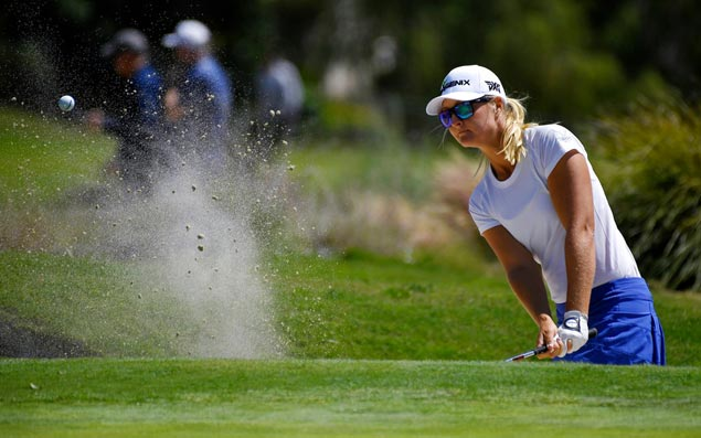 Anna Nordqvist goes bogey-free in tough conditions for share of lead in NJ