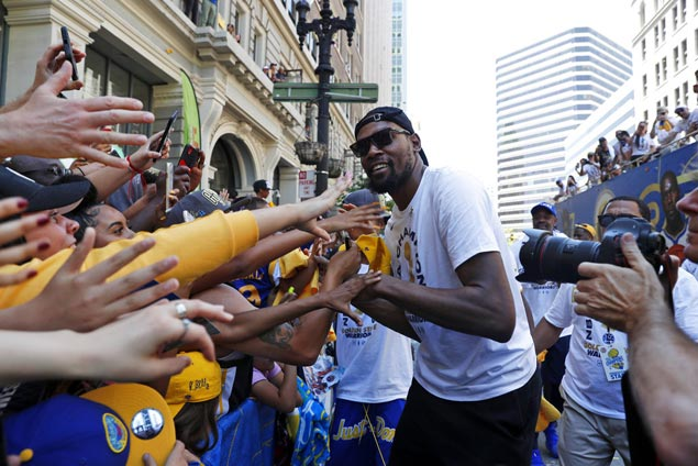 Hundreds of thousands of fans turn out for Golden State Warriors victory parade