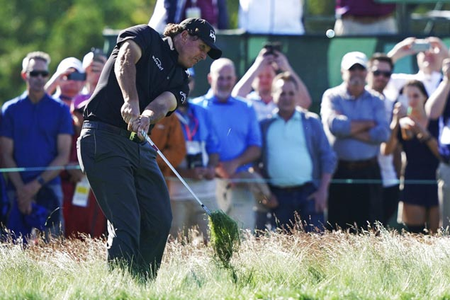 Brutal day at Shinnecock Hills leaves star group of Mickelson, McIlroy, Spieth way off pace