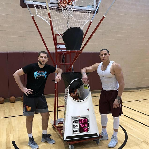 Retired NBA star Mike Bibby shows off muscular form
