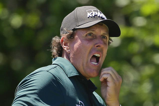 For Mickelson mistake, the penalty is two strokes and not disqualification
