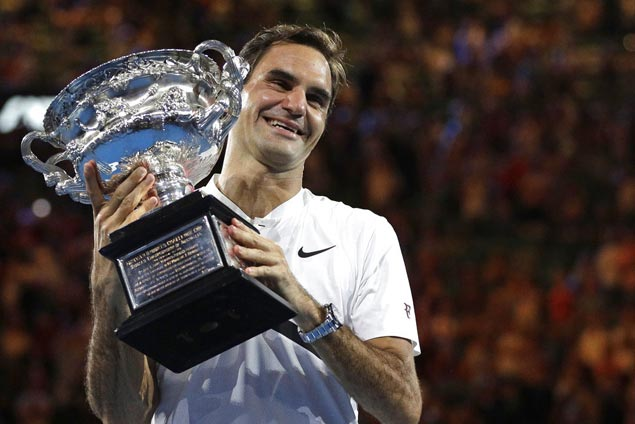 Roger Federer regains world No. 1 ranking as Rafael Nadal slips to No. 2