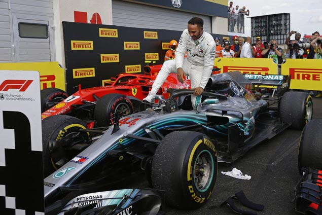 Hamilton pounces on Vettel mistake to top French GP and regain F1 lead