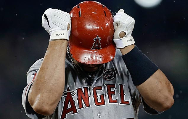 Angels' Pujols done for season with foot injury