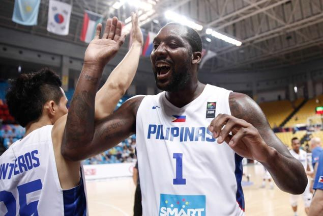 WATCH Andray Blatche scores on a dazzling reverse layup against Iran giant Hamed Haddadi