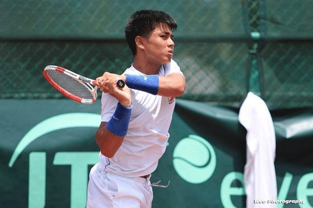 Teen PH netter AJ Lim ousts world juniors No. 3 Ulises Blanch in French Open