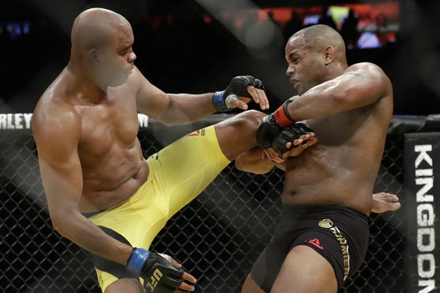 Daniel Cormier wins by unanimous decision over late replacement Anderson Silva in UFC 200