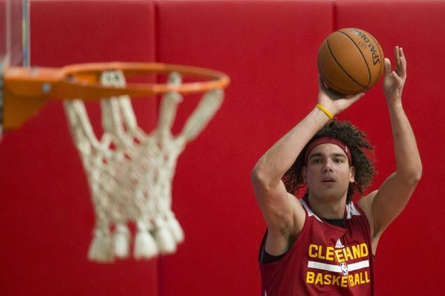 Cavaliers sign center Anderson Varejao to contract extension