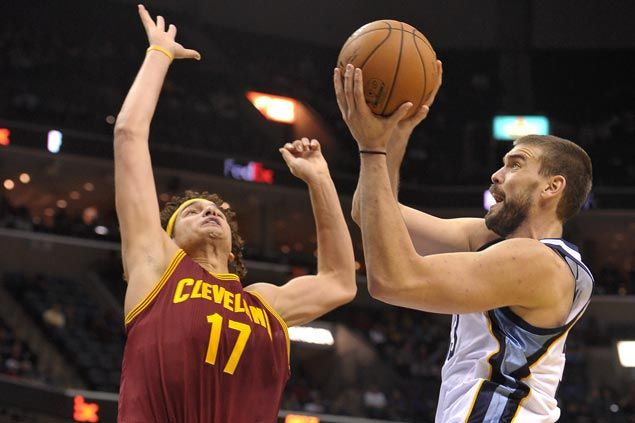 Marc Gasol shows way as Grizzlies overcome LeBron-less Cavaliers
