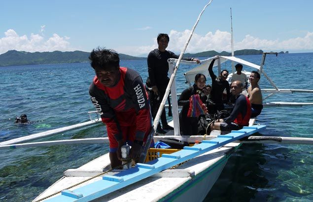 Anilao diving community pitches in to help clean up popular weekend dive spot