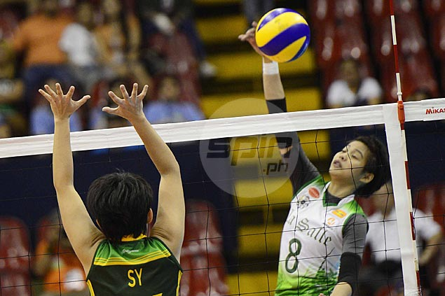 Ara Galang back with a bang after injury, powers DLSU Lady Spikers to straight sets win over FEU Lady Tamaraws