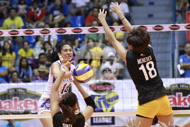 Bea de Leon shines as unbeaten Ateneo Lady Eagles move closer to finals with win over UST Tigresses