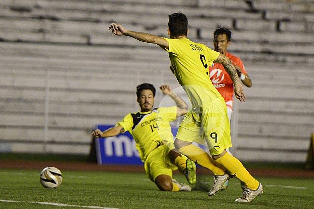 Fit-again Carlie de Murga fires brace as Ceres-La Salle survives 10-man Loyola Meralco
