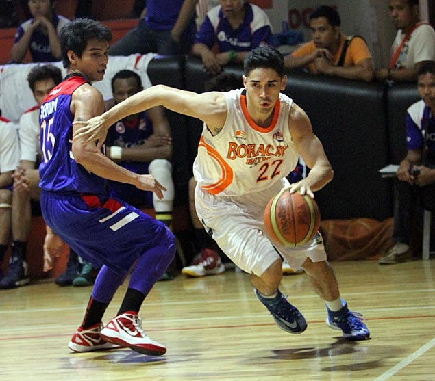Chris Banchero leaves for two-week training in New York to get ready for PBA draft