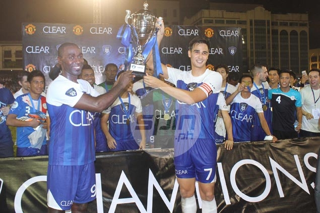 James Younghusand hoists the trophy with Manchester United great Andy Cole after they beat Team Phil, 1-0, in the Clear Dream Match 3 on Saturday night at the University of Makati Stadium.
