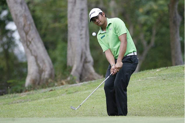 Clyde Mondilla fires bogey-free 67 to take share of lead with two others in Calatagan