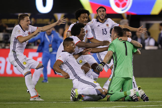 David Ospina helps save day for Colombia as they beat Peru in penalty shootout to reach Copa semis